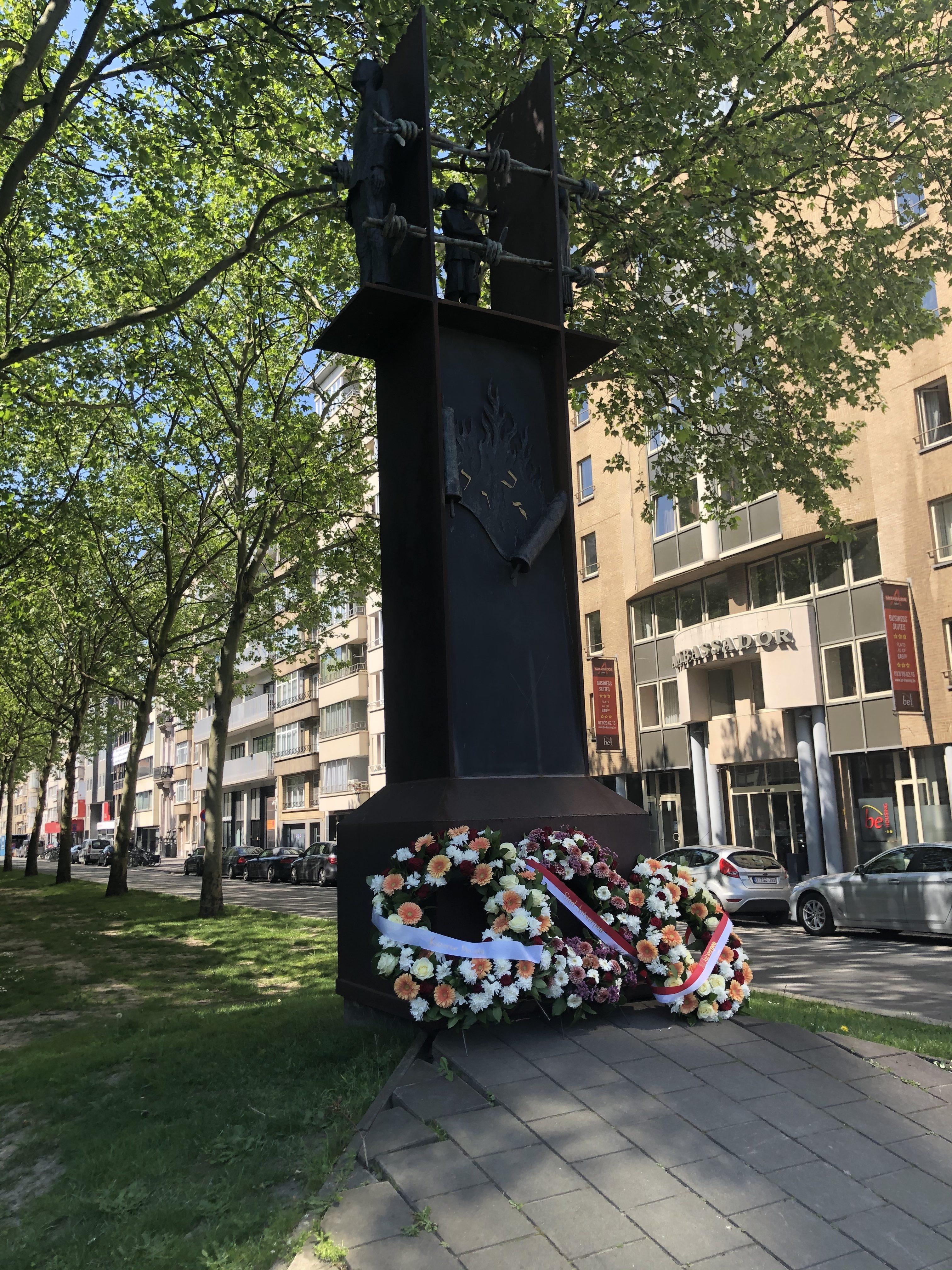 Bloemenhulde van Dossin Kazerne aan het Monument