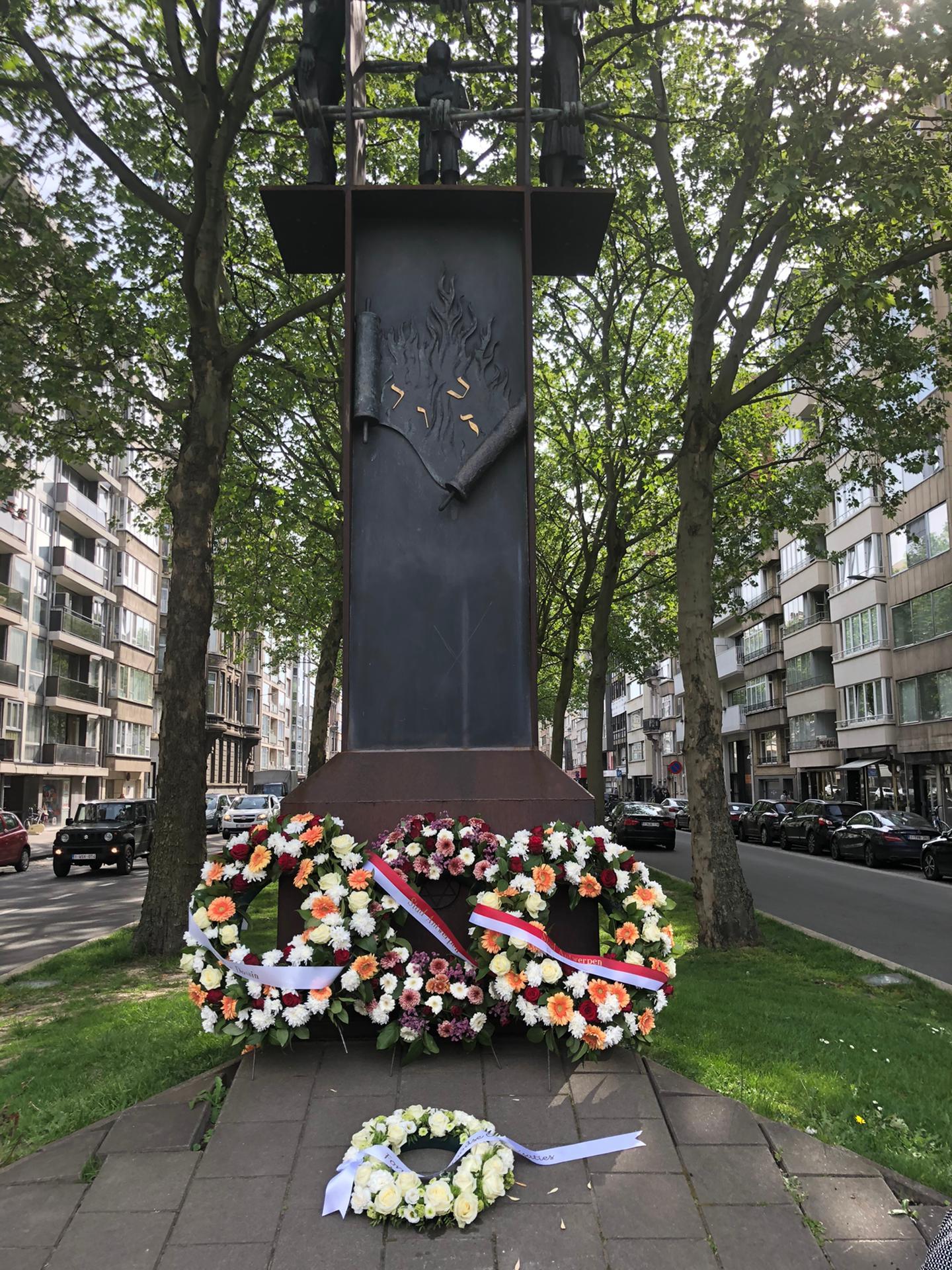 Bloemenhulde aan het Monument voor Gedeporteerde Antwerpse Joodse Burgers - 7 Mei 2020